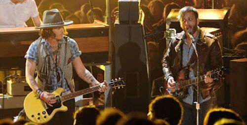Johnny Depp y The Black Keys. MTV Movie Awards 2012