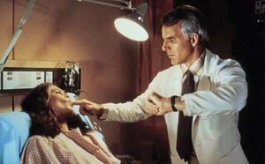 """Kathleen Turner y Steve Martin en """"Un genio con dos cerebros"""" (""""A man with two brains"""", 1983)"""