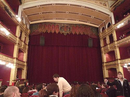 El Teatro Calderón estaba a rebosar de gente