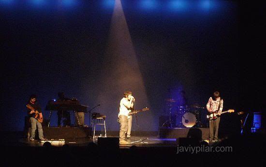 Iván Ferreiro al comienzo del concierto (Valladolid, 10 de diciembre de 2008)
