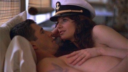 """Escena de amor de hotel entre Richard Gere y Debra Winger en """"Oficial y caballero"""" (""""An Officer and a Gentleman"""", 1982)"""