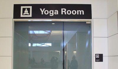 Entrada a la sala de yoga del aeropuerto de San Francisco