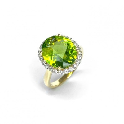 18ct Yellow Gold Peridot & Diamond Ring