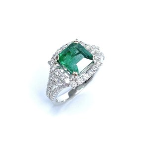 Image of second hand 18ct white gold emerald & diamond ring