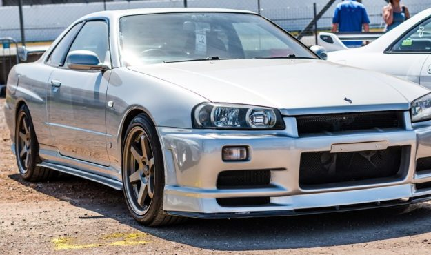 Cherry Nissan Skyline R34