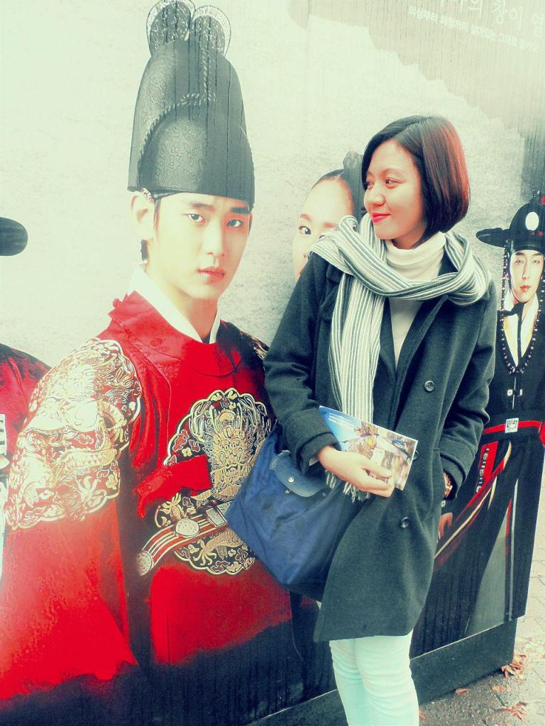kim-soohyun-moon-embraces-the-sun-Korean-folk-village-suwon-korea-ace-tria