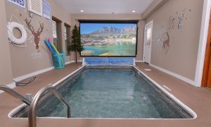 Reindeer Bay is an indoor pool cabin located in Pigeon Forge's Sherwood Forest Resort. It also features a mountain view and theater room