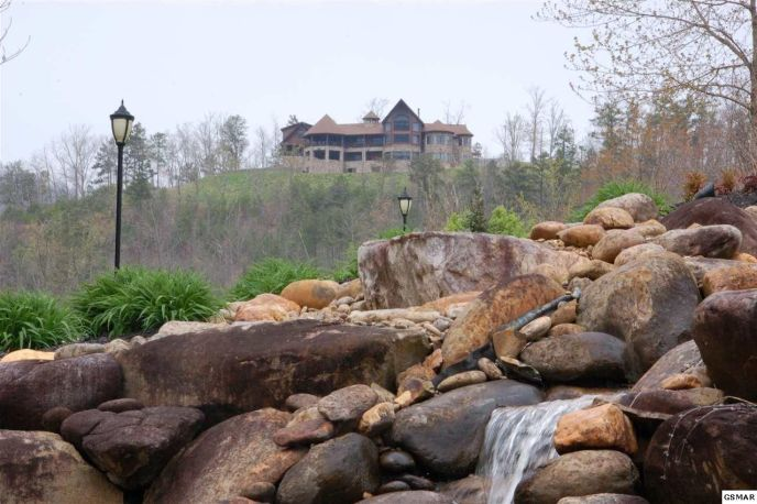 The Summit on Bluff Mountain Entrance Waterfall Amenity