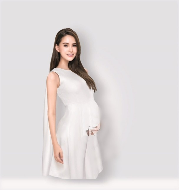 Hannah Quinlivan Shares Pregnancy Photos