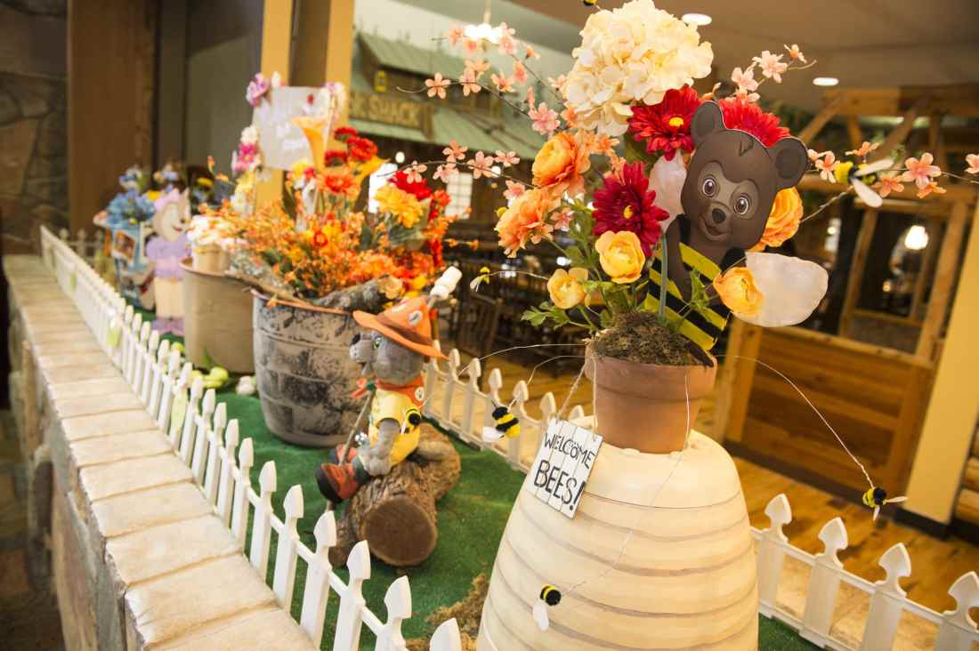 Spend some family time at the Great Wolf Lodge Williamsburg during their Spring-A-Palooza. Look out for their Character Themed Flower Gardens.