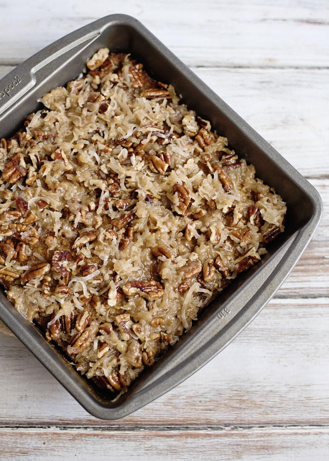 Straight out of the oven you can find this delicious Oatmeal Cake with Coconut Pecan Frosting. Easy to make and perfect for the whole family, serve right from the pan to your plate.