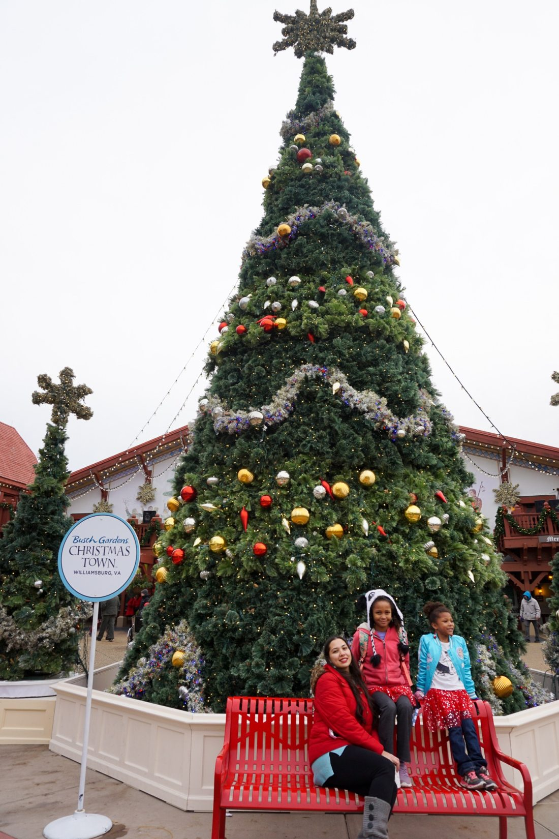 Christmas Town Busch Gardens Family Photo Christmas Tree. Instagram Worthy Walls and Locations around Busch Gardens Christmas Town in Williamsburg Virginia.