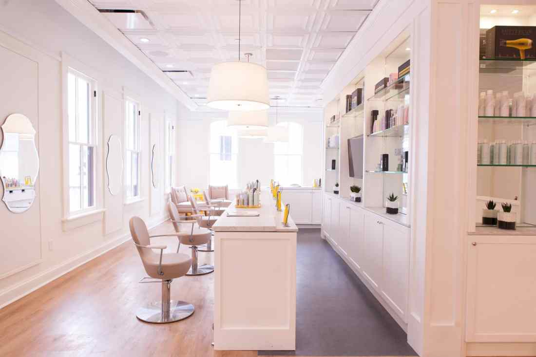 Drybar interior. My first time experiencing Drybar at Beaches Resorts in Turks and Caicos rocking a Mermaid Braid. Plus an Exclusive Interview with Alli Webb.