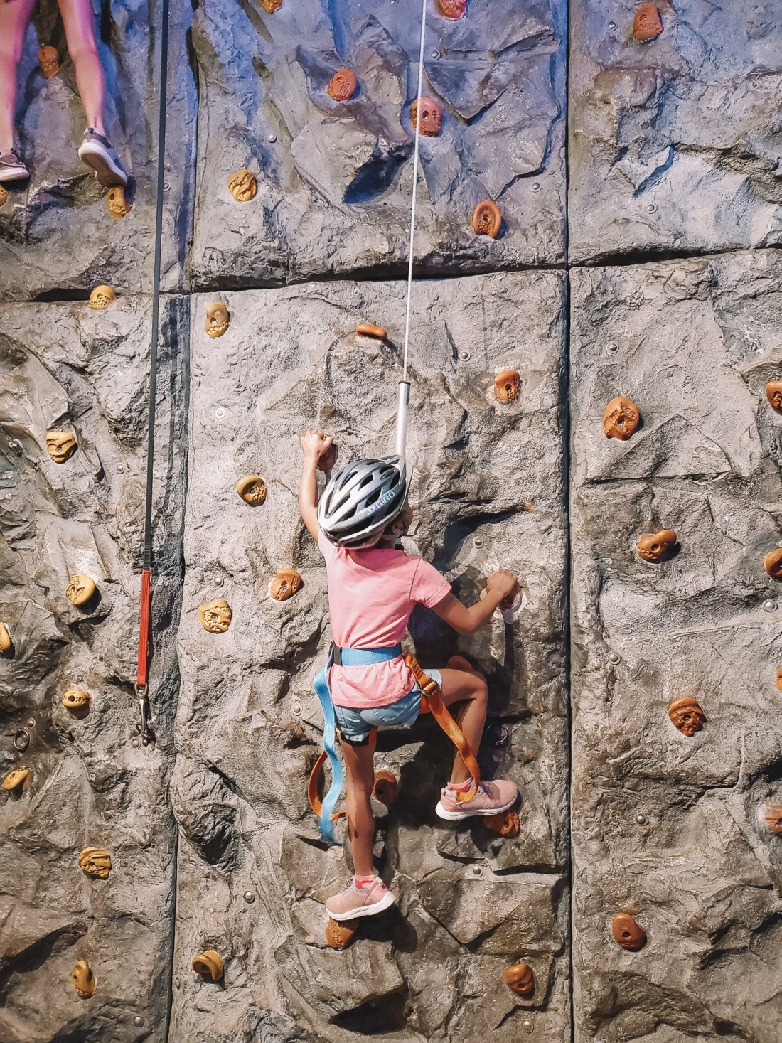 "WonderWorks Rock Climbing Esuun. One of the top things to do in Pigeon Forge, WonderWorks Indoor Amusement park, is one of the best Pigeon Forge Attractions. With over 35,000 square feet of ""edu-tainment,"" WonderWorks is an amusement park for the mind. Read our full review on the blog."