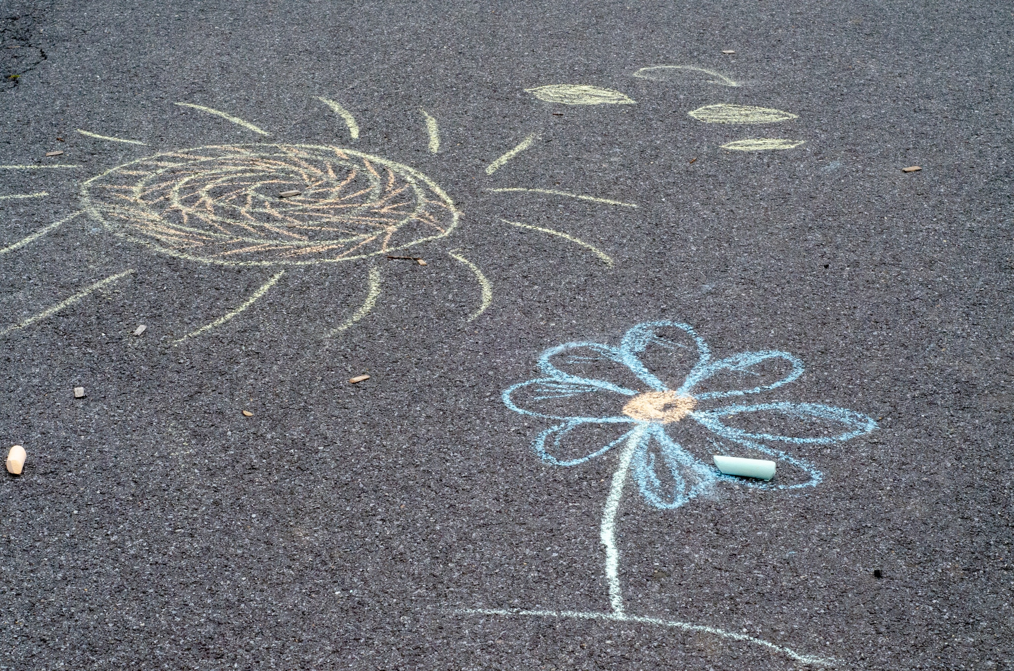 Lemonade Inspired Art Chalk Art. Looking for a fun way to keep the kids entertained this summer? Celebrate the start of summer with Lemonade-Inspired Art In the Backyard.