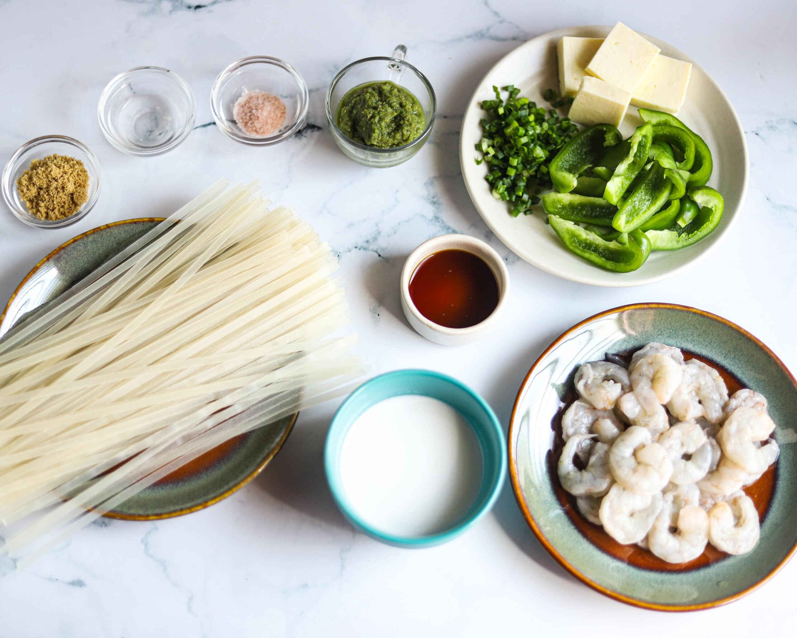 Thai Green Curry Noodles Ingredients. These Thai Green Curry Noodles boast a flavorful broth made with coconut milk and fresh ingredients. Fill your bowl with fresh veggies, shrimp, tofu, and rice noodles for a flavorful easy weeknight dinner recipe.