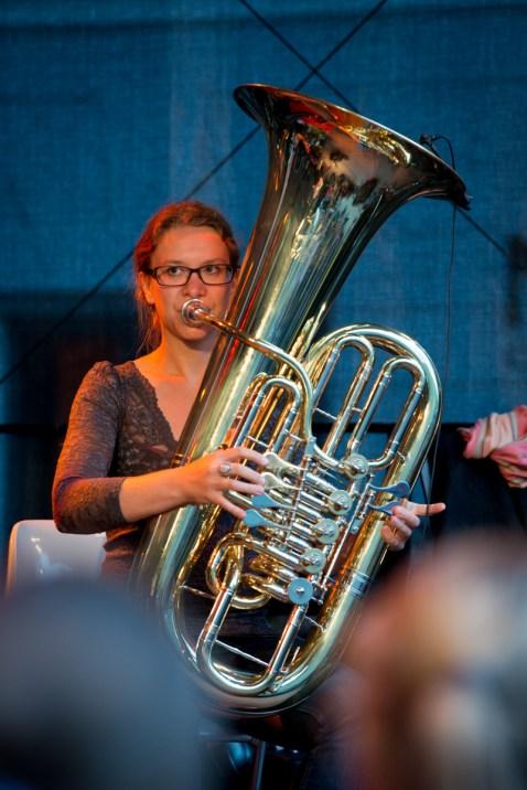 Hüftgold. Philipp Frankenberger (g), Christina Schauer (tu), Andreé Schwager (keyb,moog,org,synth), Dorian Gollis (b), Chris Stöger (d). Foto: Petra Basche