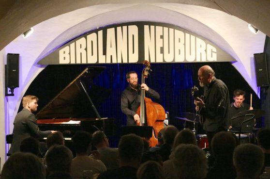 John Scofield mit Pablo Held (p), Robert Landfermann (b) und Jonas Burgwinkel (dr). Foto: Ralf Dombrowski