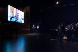 Richard Williams und Arne Schumacher mit einem Video-Statement von Charles Lloyd beim Vorspiel zum Jazzfest. Foto: Petra Basche