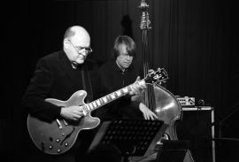 Henning Sieverts Quartett, Henning Sieverts (b), Tim Collins (vib), Peter O'Mara (g), Mattthias Gmelin (dr), Unterfahrt München, Foto Ralf Dombrowsk