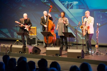 Das Gewinner-Ensemble: Indra Rios-Moore mit ihrer dänischen Band. Foto: BMW Group