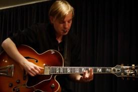 """Florian Müller an der Gitarre – """"Organic Project"""". Foto: Thomas J. Krebs"""