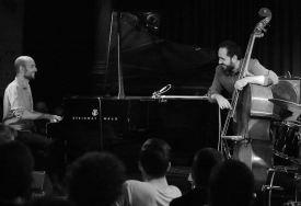 Shai Maestro (p), Jorger Roeder (b), Unterfahrt München, Foto: Ralf Dombrowski