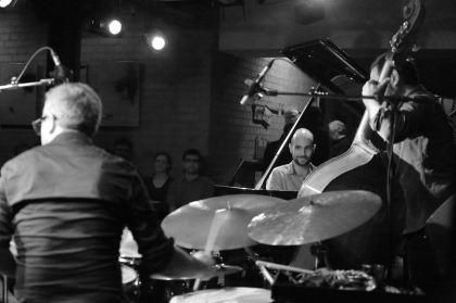 Shai Maestro (p), Jorger Roeder (b), Ziv Ravitz (dr), Unterfahrt München, Foto: Ralf Dombrowski