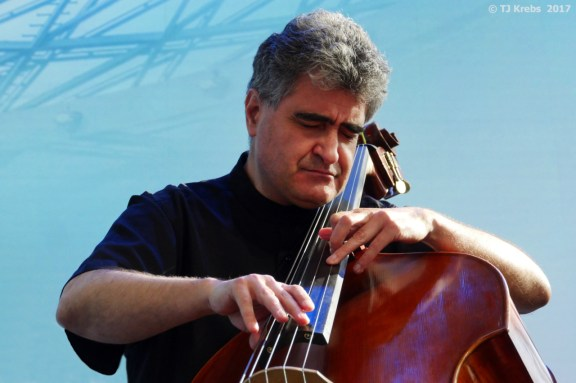 Bandleader: Renaud Garcia-Fons. Foto: Thomas J. Krebs
