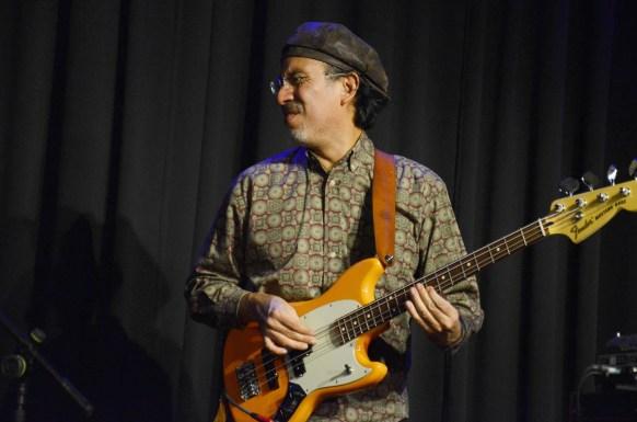 Bassist Aaron Cruz. Foto: Michael Scheiner