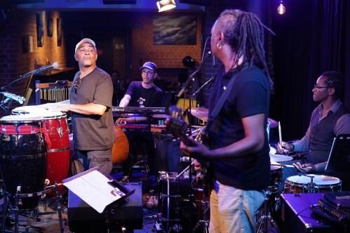 Bantu Jazz Connection, Biboul Darouiche (perc, voc), Michael Hornek (keys), Linley Marthe (b), Roger Biwandu (dr), Unterfahrt München, Foto (c) Ralf Dombrowski