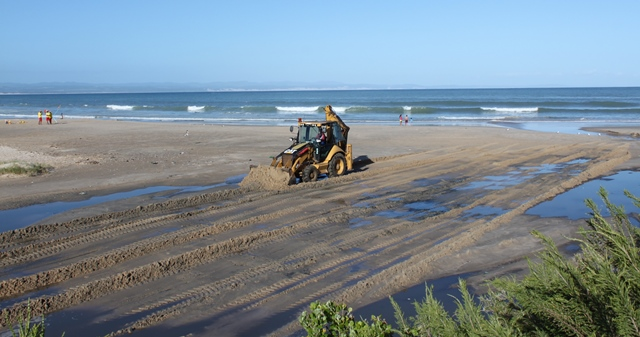 Main Beach Jeffreys Bay sewage spill