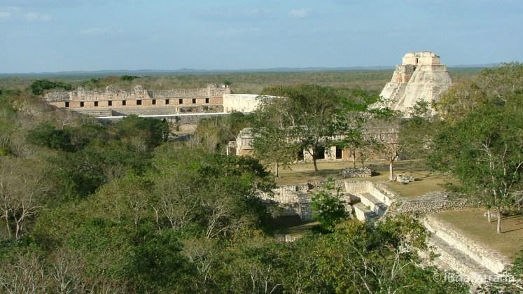 Mexico - Uxmal (Vista de La Gran Piramide)