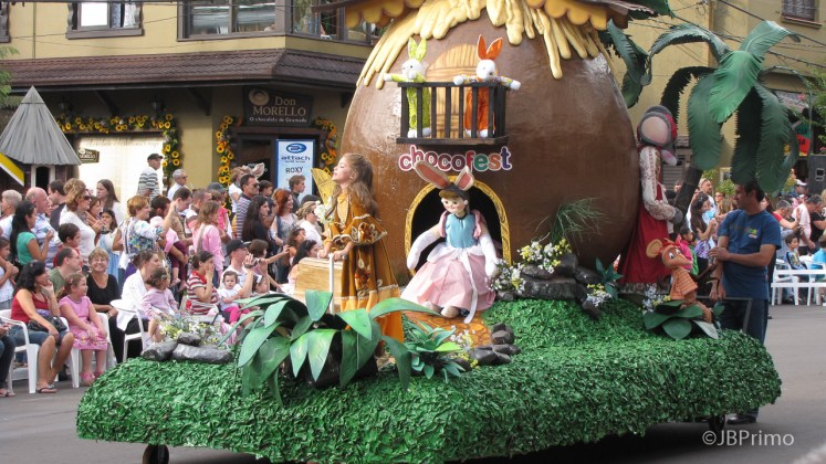 Brasil - Rio Grande do Sul - Gramado - Desfile de Abertura da Chocofest