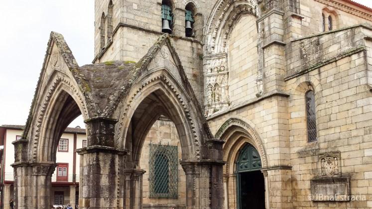 Portugal - Guimaraes - Largo da Oliveira