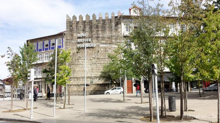 Portugal - Guimaraes - Muralha Aqui Nasceu Portugal