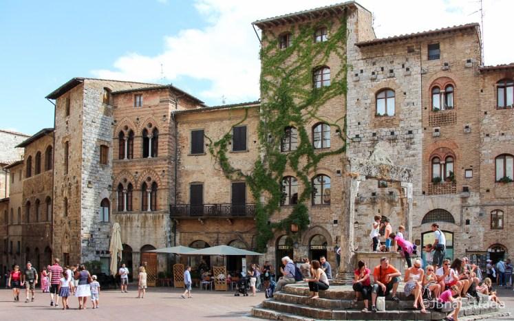 Italia - San Gimignano - Piazza della Cisterna