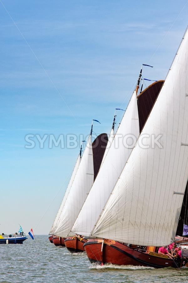 Skutsjes tijdens de start - Jan Brons Stock Images