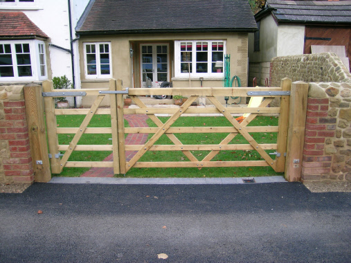 GATES Amp FENCING