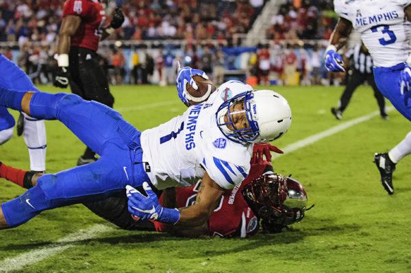 Tony Pollard, Memphis WR, scores a touchdown