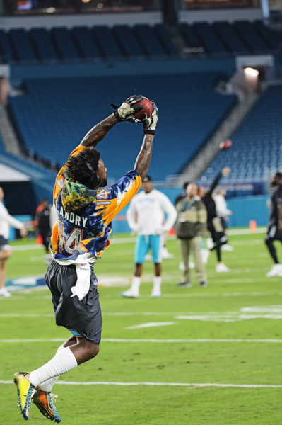 Jarvis Landry catches passes in warmups