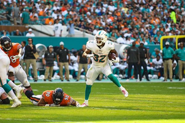 Miami Dolphins running back Kenyan Drake (32)