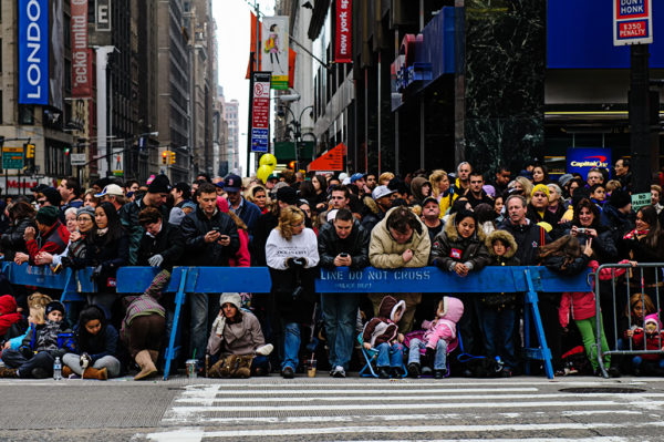 macys thanksgiving day parade crowd