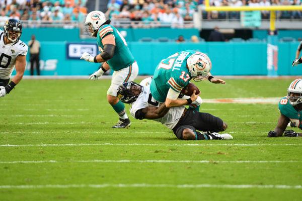 Jacksonville Jaguars defensive end Yannick Ngakoue (91) sacks Miami Dolphins quarterback Ryan Tannehill (17)