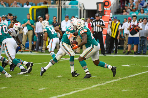 Miami Dolphins quarterback Ryan Tannehill (17) hands off to Miami Dolphins running back Frank Gore (21)