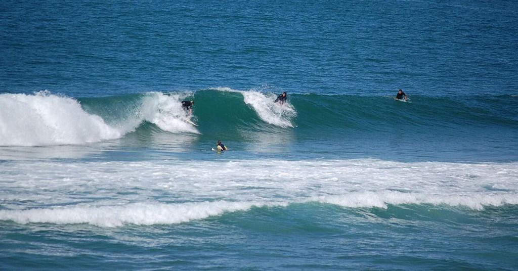 vague-surf-israel