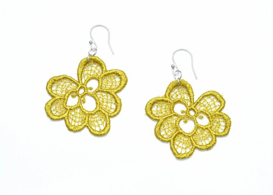 Oakleaf lace earrings in lime