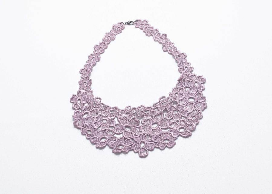 Daisy Dreamer Lace Necklace in grey lilac