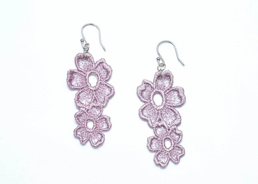 Lace Earring Daisy Dreamer in Grey Lilac