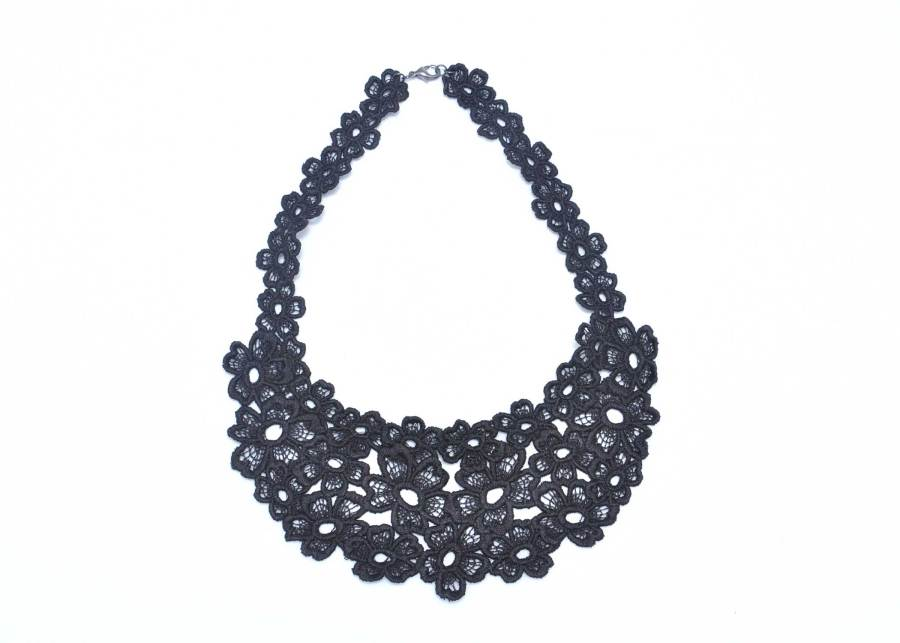 Daisy Dreamer Lace Necklace in Soft Black